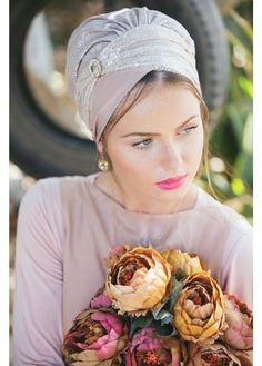 Stunning, festive sinar style head covering made of jaquard fabric and sequines. This elegant head covering comes with a (fake) diamond pin. A  Sinar  style head covering is made of an apron-shaped piece of material (a large rectangle with two long s