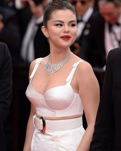 Selena Gomez Height, Weight, Wiki, Age, Family Biography