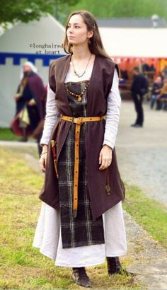 """950 AD viking woman"" - tea towel apron made of wool with ""sleeveless klappenrock vest"""