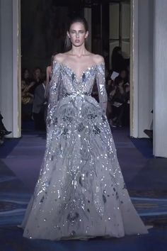 Zuhair Murad Look 52 Gorgeous Embellished Silver Off Shoulder A-Lane Evening Maxi Dress / Evening Gown with V-Neck Cut, Long Sleeves and a Train. Couture Spring Summer 2019 by Zuhair Murad Shrug For Dresses, Dress Up, Maxi Dresses, Beautiful Gowns, Beautiful Outfits, Couture Dresses, Fashion Dresses, Event Dresses, Girly Outfits