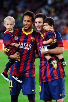 Neymar of FC Barcelona with his son Davi Lucca (L) and his team-mate Lionel Messi of FC Barcelona with his son Thiago pose for a photo prior to the La Liga match between FC Barcelona and Real Sociedad de Futbol at Camp Nou on September 2013 in Barcelo Fc Barcelona, Claudio Bravo Barcelona, Barcelona Soccer, Barcelona Catalonia, Neymar Jr, Messi Neymar Suarez, Camp Nou, Lionel Messi, Good Soccer Players