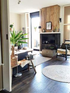 Binnenkijken bij mijnhuis__enzo City Living, Living Room, My First Apartment, Interior Inspiration, Interior Ideas, Small Spaces, Sweet Home, Home And Garden, Industrial