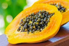 Papaya health benefits are really impressive! Fruits like papaya greatly benefit your body.Papaya (Carica Papaya) is famous for its high medicinal. Healthy Drinks, Healthy Eating, Healthy Recipes, Healthy Skin, Papaya Health Benefits, Nutrition Guide, Nutrition Shakes, Losing Weight Fast, Kochen