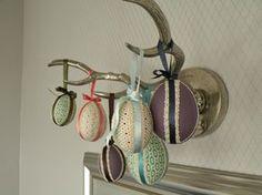 Castaliaz - kangaspäällysteiset pääsiäismuna koristeet //  Fabric covered Easter egg decorations