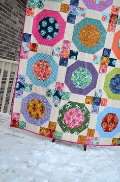 Snow Globes Quilt by sewcraftyjess, tula pink sew along Quilting Tutorials, Quilting Projects, Quilting Designs, Sewing Projects, Quilt Design, Quilting Ideas, Diy Projects, Scrappy Quilts, Easy Quilts