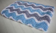 Foggy Morning Chevron Baby Blanket | This easy ripple baby blanket pattern is a fun one!