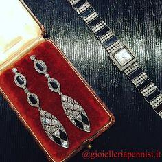 Art Deco platinum diamond and onyx jewels. 1925 c.a.