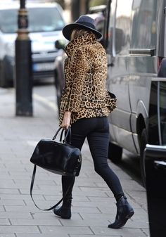 print coat and cool hat Leopard Jacket, Leopard Print Coat, Autumn Fashion Casual, Winter Fashion, Wild Fashion, Street Fashion, Wild Style, Style Me, Blazer With Jeans