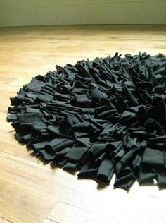 Recycled T-shirt rug... a great idea for reusing extra clothes!