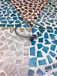 Cette année on ose les perles teintées avec la collection en acier de Steelx. Ose, Quilts, Contemporary, Blanket, Rugs, Collection, Home Decor, Steel, Beads
