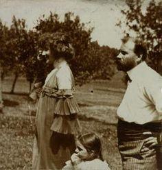 Georg Klimt, Unbekannter Fotograf, Emilie Flöge, Gustav Klimt und Eleonore Zimpel in Litzlberg am Attersee, um 1905, Silbergelatine, Belvedere, Wien, Inv.-Nr. Lg 1153/3