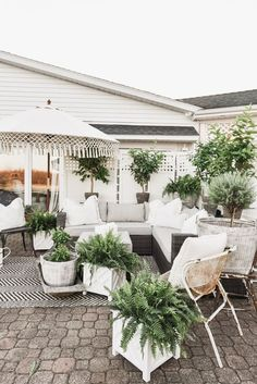 Ultimate Deck And Patio Area Retreat For Easy Living – Outdoor Patio Decor Backyard Playground, Backyard Patio, Chickens Backyard, Outdoor Seating, Outdoor Rooms, Rustic Outdoor, Outdoor Living Spaces, Farmhouse Outdoor Decor, Outdoor Patio Umbrellas