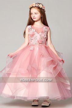 64fe8c9cafa9a Robe de cortège longue pour enfant avec de belle fleurs et stras sur la  bustier…  robe cortège fille  robe cortège enfant