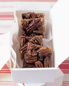 Perfect for potluck parties: Homemade Pecan Bars