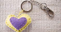 Huopainen sydänavaimenperä Valentines Day, Personalized Items, Valentine's Day Diy, Valentine Words, Valentines, Valentine's Day