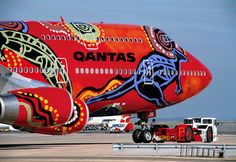 aboriginal painting on Qantas Airlines, Images Graffiti, Airplane Painting, Airplane Art, Jet Privé, Aircraft Painting, Commercial Aircraft, Civil Aviation, Boeing 747, Boats