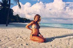 ロージーハンティントンホワイトリー第1子妊娠を発表