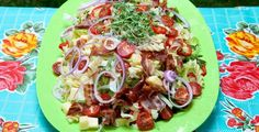 Pastasalat med bacon og ost Pasta Med Bacon, Pasta Salad, Cobb Salad, Scandinavian Food, Frisk, Fodmap, Stuffed Peppers, Ethnic Recipes, Crab Pasta Salad