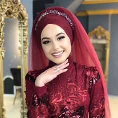 I want to look like that on my weddingbut white! Muslimah Wedding Dress, Muslim Wedding Dresses, Hijab Bride, Muslim Brides, Wedding Hijab, Muslim Dress, Hijab Dress, Dress Wedding, New Hair Cut Style