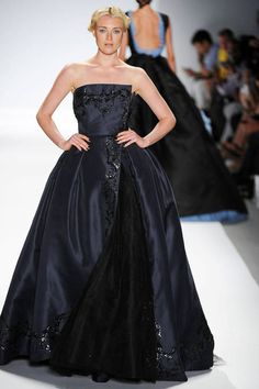 See the entire collection from the Zang Toi Spring 2014 Ready-to-Wear runway show. Ny Fashion Week, High Fashion, Fashion Show, Fashion Design, Fashion Black, Fashion Ideas, Red Carpet Gowns, Fabulous Dresses, Passion For Fashion