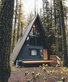 backyard studio is usually a shed or granny flat you put to good purpose by building or renovating it to serve as a studio. A backyard studio can be a Future House, A Frame Cabin, A Frame House, Tiny House Cabin, Cabin Homes, House Porch, Tiny Homes, Style At Home, Cabins In The Woods