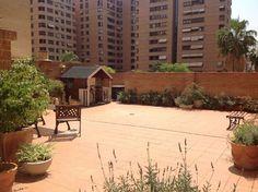 #PisoEnVenta en la zona de Benimaclet, totalmente exterior muy luminosa en un buen estado. Tiene  150m2 construidos mas una terraza de 160m2. Se distribuye en un amplio hall, salón independiente del comedor con acceso a terraza, 4 habitaciones con armarios empotrados uno de los cuales esta habilitado como comedor, 2 baños completo, cocina con acceso a la terraza… sigue la visita virtual http://www.idealista.com/inmueble/30398469/visita-virtual