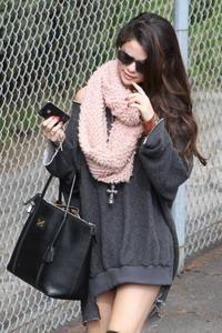 :: Selena Gomez in Almost Bottomless :: Gaya :: Gadis.co.id ::