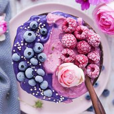 you tried a healthy protein smoothie bowl for breakfast? delish 😍 Have you tried a healthy protein smoothie bowl for breakfast? Smoothie of the day Smoothie Bol, Acai Smoothie Bowl Recipe, Smoothie Recipes, Healthy Vegetable Recipes, Healthy Vegetables, Yummy Smoothies, Smoothies Detox, Strawberry Smoothie, Bowls