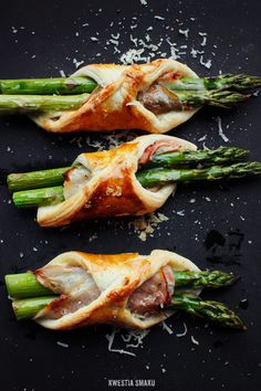 Puff pastry, asparagus, ham and cheese Szparagi w cieście francuskim - Przepis I Love Food, Good Food, Yummy Food, Tasty, Cookbook Recipes, Cooking Recipes, Healthy Recipes, Cooking Food, Cooking Tips
