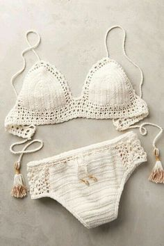 Top Crochet Bikini Pattern Free Easy Bathing Suits - Ruffle Blouses are super feminine and simple to style for an official occasion or for only a Mode Crochet, Knit Crochet, Crochet Hair, Blanket Crochet, Crochet Tops, Motif Bikini Crochet, Crotchet Swimsuit, Crochet Bathing Suits, Mode Boho