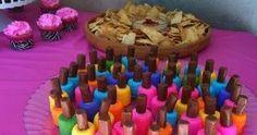 Voor de zoete, roze prinsesjes; nagellakflesjes van een marshmallow en een toffee. Nodig: marshmallow voor het flesje zelf toffee vo...