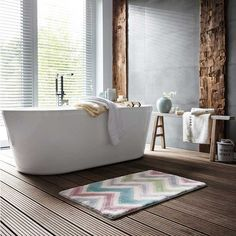 Revitalise yourself: The cheerful bathroom rug with the colourful zigzag pattern is as stimulating as a double espresso. Jack & Alice, Home Bild, Esprit Home, Double Espresso, Chevron Rugs, Lounge, Zig Zag Pattern, Bathroom Inspiration, Bathroom Ideas