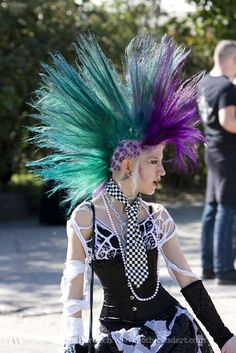 I do not understand how people with mohawks longer than mine get them to stand up. I am jealous of their special punk magic. Estilo Punk Rock, Mode Punk, Dr. Martens, Wild Hair, Punk Goth, Grunge Hair, Crazy Hair, Hair Art, Cool Hairstyles