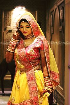 Best wedding planner and ideas for the modern bride to plan the wedding. From Indian bridal lehengas to wedding venues, wedding and per-wedding photographers, catering services and much more. Indian Bridal Photos, Indian Bridal Outfits, Indian Bridal Fashion, Indian Bridal Wear, Indian Dresses, Indian Wear, Indian Wedding Bride, Indian Wedding Jewelry, Bridal Jewellery