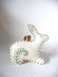 Felt rabbit ornie