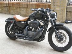 Love the brown leather seat on this Harley 1200 Nightster