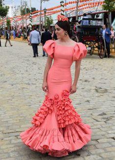 entrecirios-1-traje-flamenca-feria Saree Jacket Designs, Saree Jackets, Sexy Gown, Flamenco Dancers, Tribal Dress, Wedding Costumes, Folk Costume, Festival Wear, Traditional Dresses