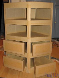 comment créer un meuble en carton Cardboard Recycling, Cardboard Storage, Cardboard Box Crafts, Cardboard Paper, Diy Storage, Diy Cardboard Furniture, Diy Furniture, Decor Crafts, Home Crafts