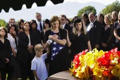 Funeral etiquette can be confusing. Read these 5 tips before you go to the funeral of a family member, friend, or coworker. Funeral Etiquette, Good Manners, Things To Know, Life Hacks, Tips, School, Lifehacks, Counseling