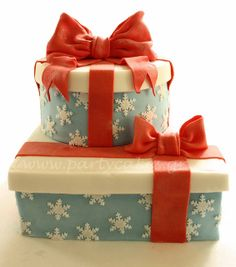 Christmas present cake but just one layer Christmas Present Cake, Christmas Cake Decorations, Holiday Cakes, Christmas Desserts, Christmas Treats, Christmas Baking, Christmas Cakes, Gorgeous Cakes, Amazing Cakes