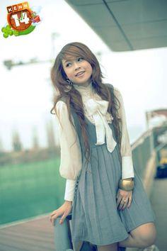 what a very cute dress. i love the colour.