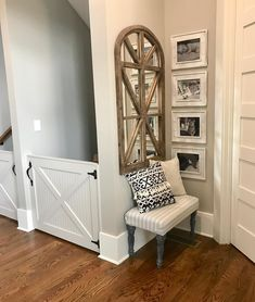 hallway decorating 696509898609119067 - Best ideas apartment building hallway decor Source by Small Corner Decor, Corner Wall Decor, Small Entryway Decor, Corner Nook, Stair Landing Decor, Stair Wall Decor, Small Entryways, Small Hallways, Flur Design