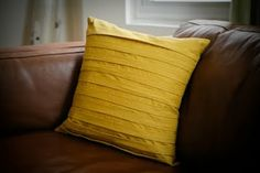 Presserfoot.com: Pleated Pillow done + Tutorial. I think Mustard Yellow is my new favorite color...