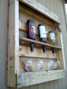 Man cave idea! Wood palet wine rack