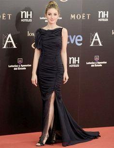 Vestido en seda drapeado asimétrico y abertura lateral de Nina Ricci. ¡Ideal!