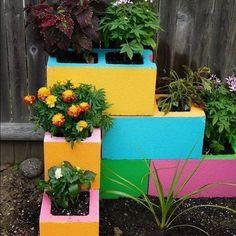 Small garden design 588423507544963142 - 111 Amazing DIY Ideas for Decorating Your Garden Uniquely Source by Frugallivingdotme Garden Yard Ideas, Garden Crafts, Diy Garden Decor, Garden Projects, Garden Decorations, Balcony Garden, Garden Tips, Creative Garden Ideas, Diy Crafts