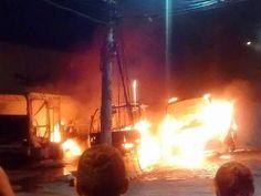 JORNAL O RESUMO - INCÊNDIO EM ÔNIBUS DE TURISMO JORNAL O RESUMO: Ônibus de turismo pegaram fogo