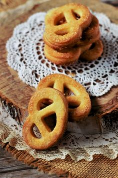 Burritos, Onion Rings, Food Photography, Ethnic Recipes, Desserts, Biscotti Cookies, Facebook, Twitter, Breakfast Burritos