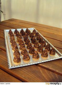 Včelí úlky s vaječným likérem Czech Recipes, Christmas Cookies, Sweet Recipes, Rum, Waffles, Cereal, Cooking Recipes, Sweets, Baking