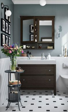 Quick and Easy Ways to Update a Tired Bathroom